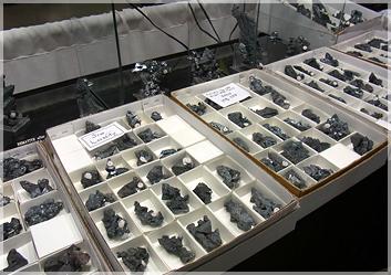 ヘマタイトの原石もありました