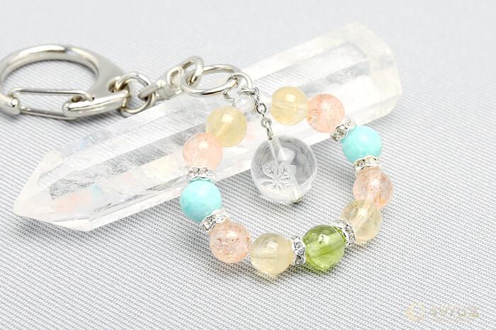 クローバー水晶・サンストーン・ペリドット キーホルダー(プラス思考)