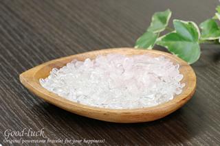 水晶&ローズクォーツ陰陽浄化セット(水晶&ローズクォーツさざれ、アカシア木製皿)