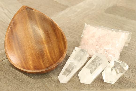 ローズクォーツさざれ浄化セット(水晶ポイント×3本、アカシア木製皿・ドロップ)