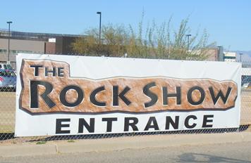 ロックショー会場の入り口