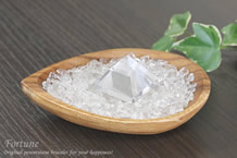 水晶さざれ浄化セット(水晶ピラミッド、アカシア木製皿・ドロップ)